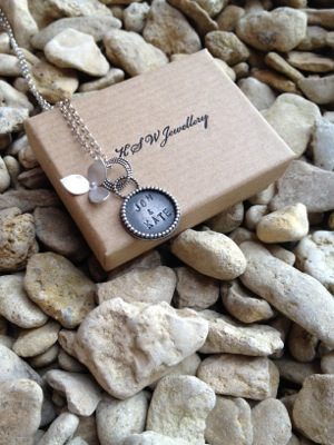 image from http://kswjewellery.typepad.com/.a/6a00e5505b51b58833017d41687d74970c-pi