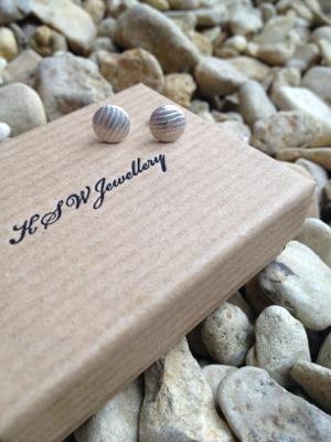 image from http://kswjewellery.typepad.com/.a/6a00e5505b51b58833017d41687da4970c-pi